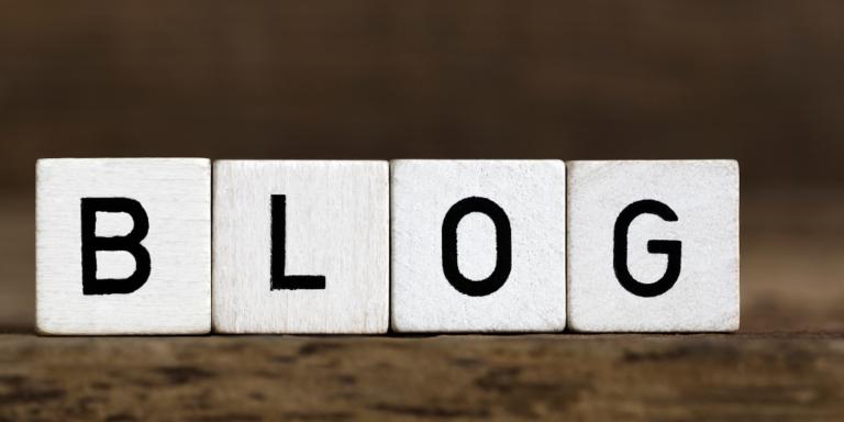 ブログと書いたブロックの画像