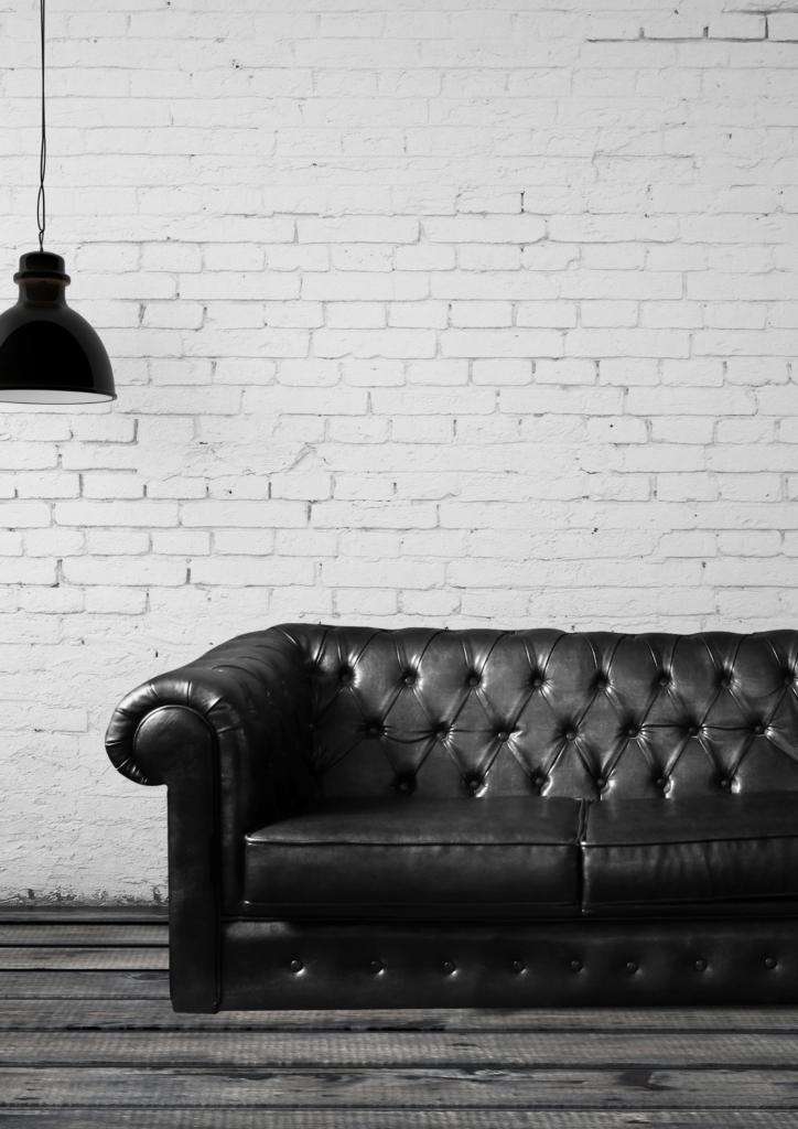 ソファーと照明の画像