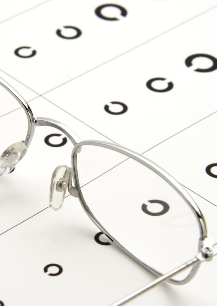 視力検査とメガネの画像
