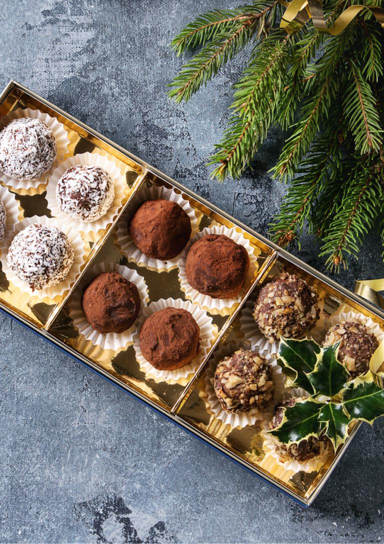 1ダースのチョコとクリスマスの画像