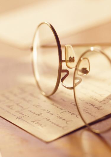 丸メガネの画像